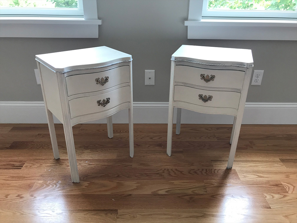 twin white nightstands